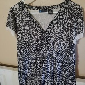 Light Weight Black and White Womens 2X Top